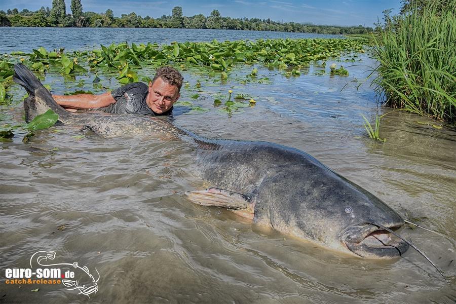 Рыбалка на трофейного сома во Франции с Виталием Дальке