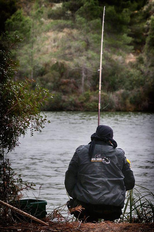 рыбалка в высоком холме
